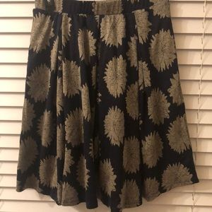 LuLaRoe Skirts - LuLaRoe Madison skirt with pockets. Sz M